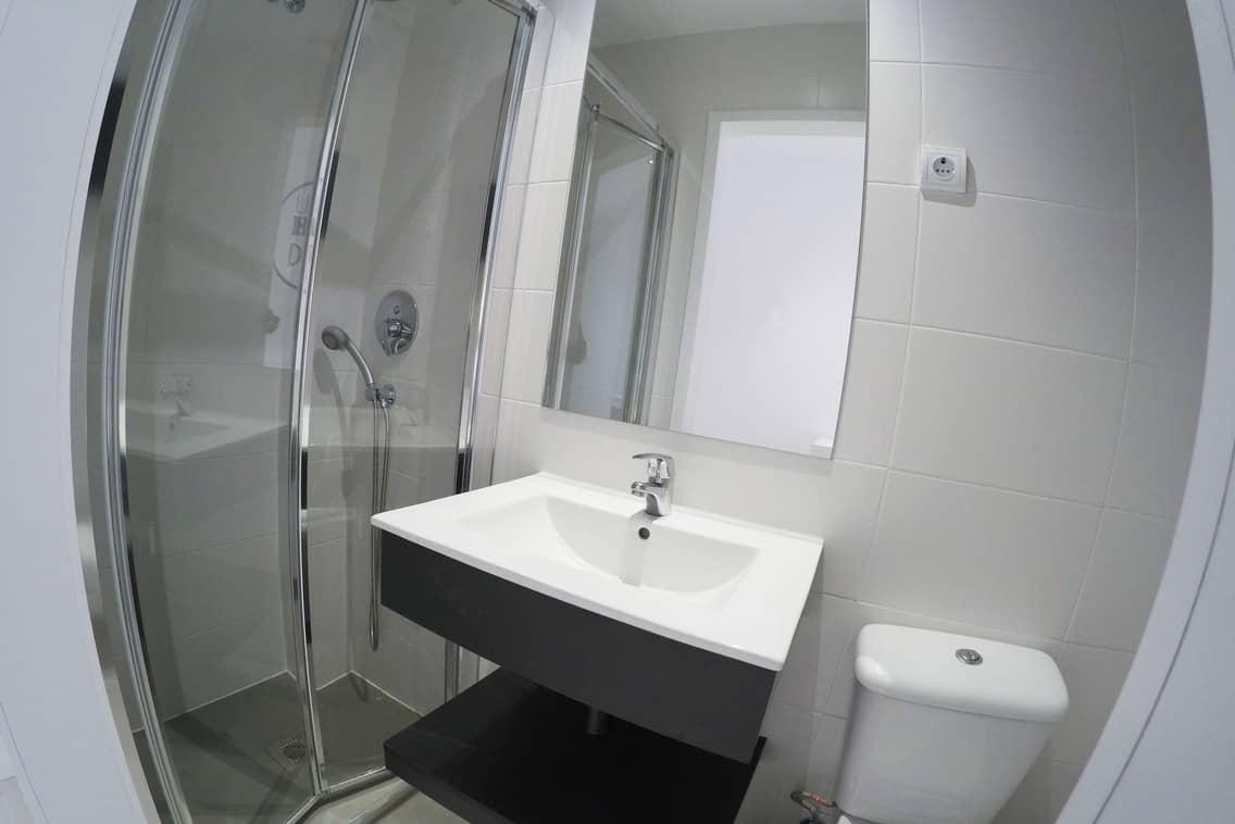 Baño residencia estudiantes en Gran Vía