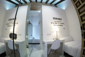 Habitación residencia estudiantes baño compartido Gran Vía