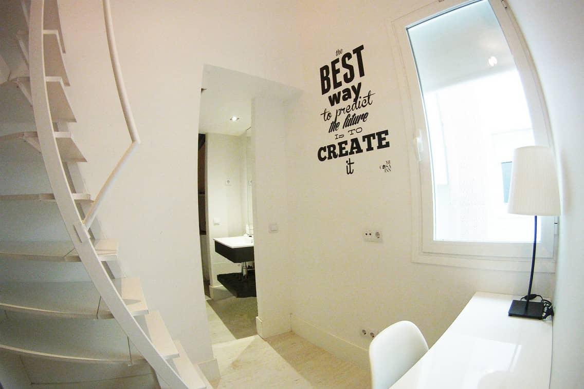 Habitación baño compartido residencia estudiantes Gran Vía
