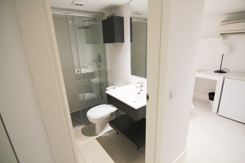 Habitación doble para estudiantes con baño propio en Gran Vía