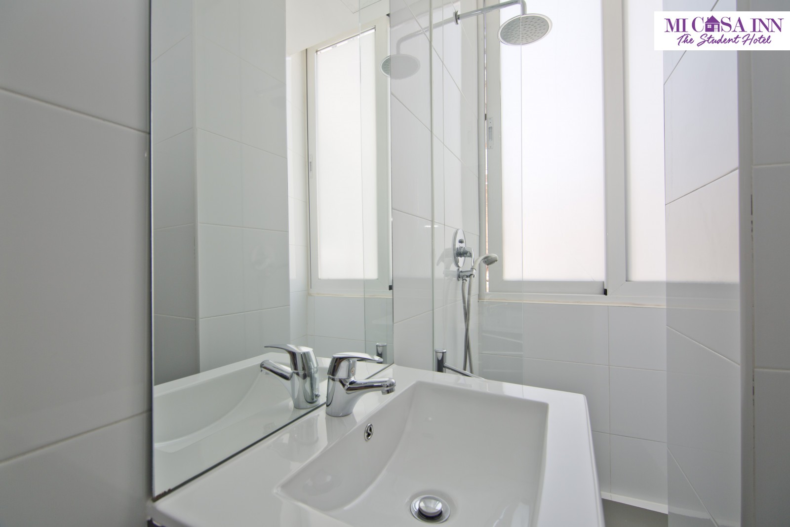 Baño habitación residencia de universitarios Plaza España Madrid